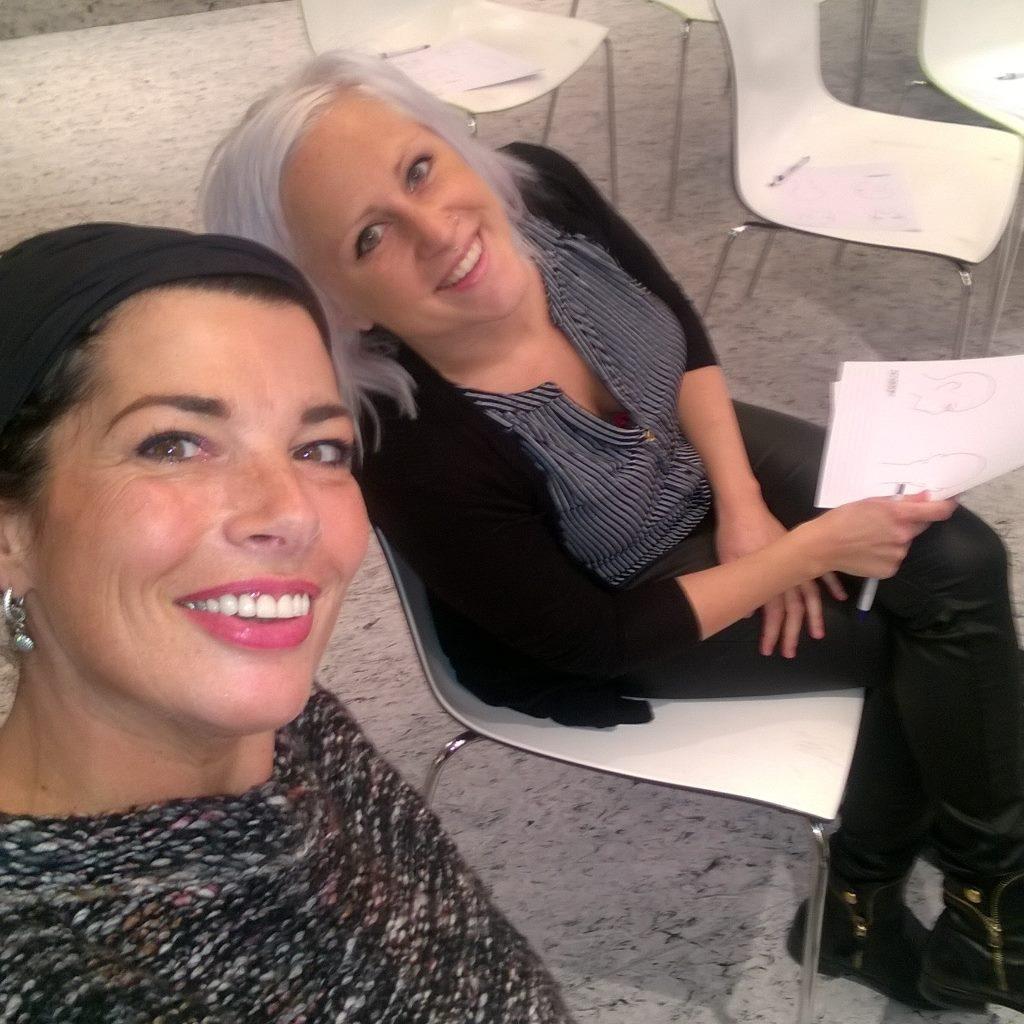 Charlotte en Mireille op cursus